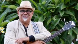 Sing-along and games with Getano Bann at Jimbelunga